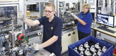 Neues Mitglied im AMZ Netzwerk: Im sächsischen Pierburg-Werk in Hartha produzieren rund 400 Mitarbeiter elektrische Vakuum-, Öl-, Kühlmittel- und Wasserumwälzpumpen.