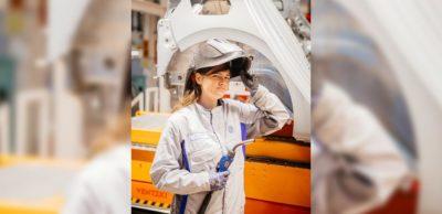Interessenten für eine berufliche Zukunft bei VW Sachsen können sich noch bis 31. Oktober 2020 für den Ausbildungs- bzw. Studienbeginn 2021 bewerben. Marie Langnickel hat das bereits vor einiger Zeit getan. Die 19-Jährige ist im dritten Ausbildungsjahr zur Konstruktionsmechanikerin im Fahrzeugwerk Zwickau.