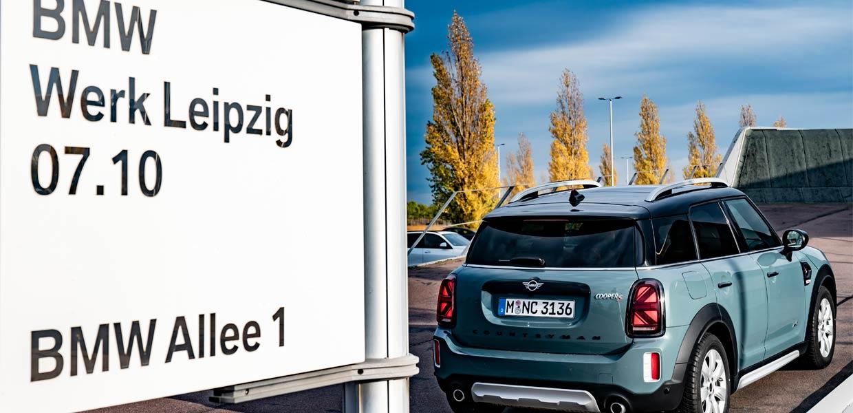 Das Leipziger BMW-Werk wird ab 2023 den neuen Mini Countryman sowohl mit Verbrennungsmotoren als auch mit reinem E-Antrieb bauen. Die E-Antriebskomponenten für den Mini und für BMW-Modelle werden ebenfalls im Werk produziert.
