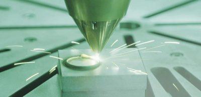 Fraunhofer-Leitprojekt futureAM – Next Generation Additive Manufacturing: Am Fraunhofer IWS in Dresden wird das einsetzbare Spektrum von additiv verarbeitbaren Werkstoffen erweitert. Mittels maßgeschneiderter Laserauftragschweißprozesse lassen sich metallische Multi-Material-Bauteile realisieren.
