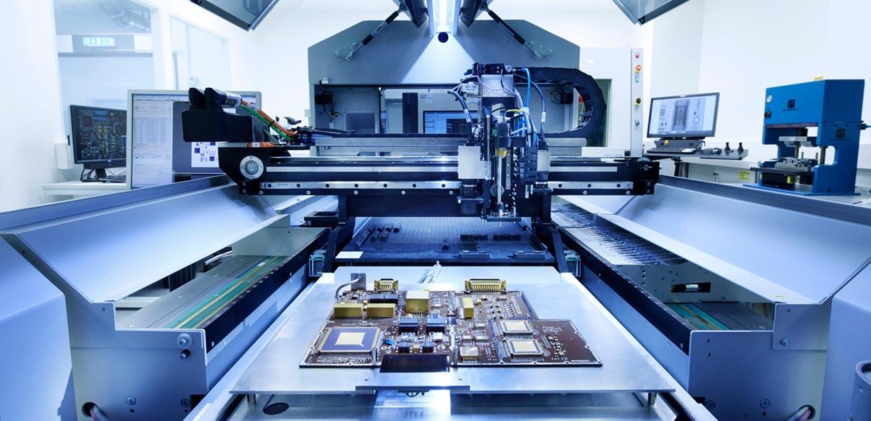 In Coswig spezialisiert sich das neu gegründete Kompetenzzentrum für Weltraum-Mikroelektronik von RUAG Space auf Navigationsempfänger und Signalprozessoren für viele kleine kommerzielle Satelliten.