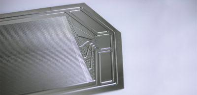 CFC: Am Fraunhofer IWU hergestellte, technologieoptimierte Bipolarplatte aus Edelstahl für PEM-Brennstoffzellen.