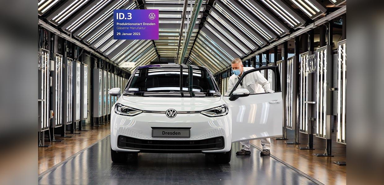 ID.3-Produktion in der Gläsernen Manufaktur: In der Gläsernen Manufaktur Dresden lief Ende Januar 2021 der erste ID.3 vom Band.