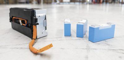 Im BMW-Werk Leipzig werden ab diesem Jahr Module für Hochvolt-Batterien gefertigt. Das Foto zeigt Batteriezellen und Batteriemodule auf der zukünftigen Produktionsfläche für die Module.