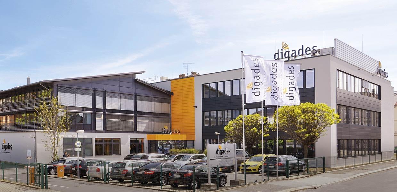 """aloges Schaltungsdesign"""". Seit der Gründung vor 30 Jahren hat das Unternehmen deutlich in sein Wachstum investiert. Nach Eröffnung eines modernen Fertigungszentrums 2014 entstand  2018 das neue Entwicklungszentrum am Firmensitz in Zittau."""