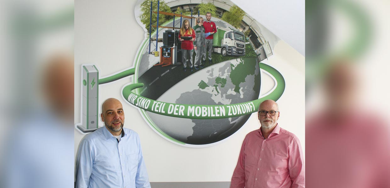 Wechsel beim Automobillogistikdienstleister Schnellecke: Ingo Bach (l.) folgt auf Ralph Hoyer als Geschäftsführer der sächsischen Schnellecke-Standorte.