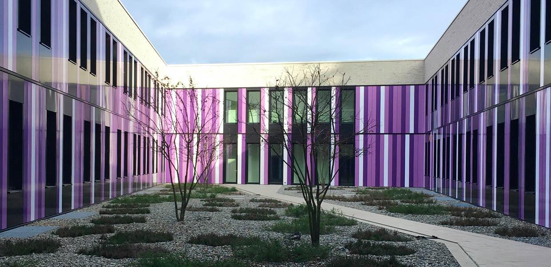 """Ein """"aufgebrochener Amethyst"""" war Vorbild für die Gestaltung des neuen Zentrums für effiziente Hochtemperatur-Stoffwandlung an der TU Bergakademie Freiberg."""