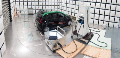 Forschungsprojekte: Das Gebiet Automobilelektronik & Elektromagnetische Verträglichkeit (EVM) ist einer der größten Forschungsbereiche am FTZ. In zwei Projekten erarbeiten die Fachleute wissenschaftliche Grundlagen für das funktionsstabile Laden und Fahren von Elektrofahrzeugen.