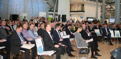 250 Teilnehmer kamen im Februar 2020 zum 1. Industriedialog Neue Mobilität Sachsen in der Gläsernen Manufaktur Dresden zusammen. Die zweite Veranstaltung dieser Reihe findet am 27. Mai 2021 als Digitalevent statt.