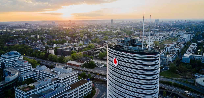 Vodafone plant in Dresden den Aufbau eines globalen Kompetenzzentrums für Forschung, Entwicklung und Innovation rund um neueste Mobilfunkanwendungen.