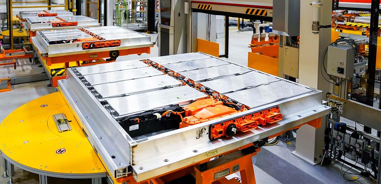 Die Batterie ist das Herzstück des E-Autos. Zu Forschung und Anwendung von Lithium-Ionen-Akkus in Sachsen tauschten sich Fachleute aus Forschung und Industrie zu einem AMZ-Arbeitsforum aus.