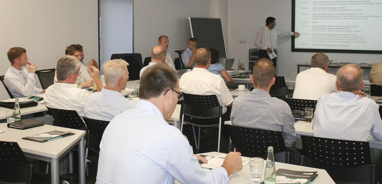 In Seminaren und Workshops fördert AMZ den Kompetenzaufbau bei Automobilzulieferern.