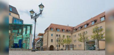 SAM vernetzt: Direkt am Innenstadt-Campus der Westsächsischen Hochschule Zwickau wird SAM, das 4. Symposium Automotive & Mobility, am 7. Oktober 2021 stattfinden. Auf dem Kornmarkt werden dann Experten-Vorträge, Diskussionen sowie Aussteller-Präsentation zu erleben sein.
