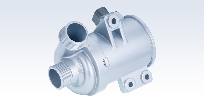 Der Rheinmetall-Konzern hat einen bedeutenden Folgeauftrag über elektrische Kühlmittelpumpen erhalten. Entwickelt wurden die Komponenten vom Tochterunternehmen Pierburg Pump Technologie GmbH, an dessen sächsischem Standort auch die Produktion erfolgt
