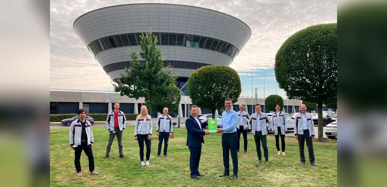 Geschäftsführung und Projektteam des Porsche-Werkes Leipzig freuen sich über die Auszeichnung mit dem Lean & Green Management Award 2021.