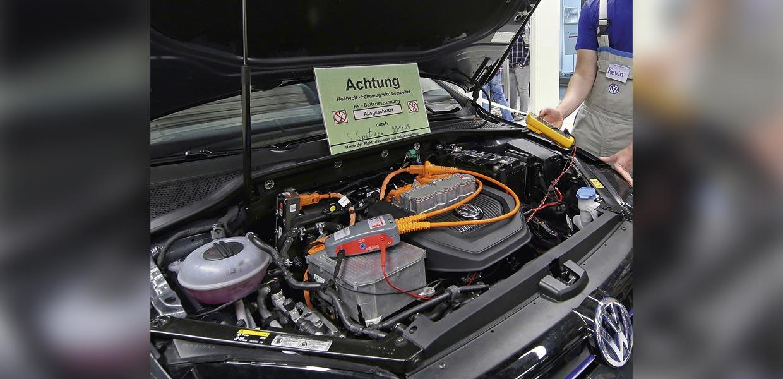 Die Farbe Orange weist Hochvolttechnik aus. Sie wird benötigt, um immer höhere Leistungen in Fahrzeugen abzusichern. Bei der FEP gewinnt dieser Produktbereich weiter an Bedeutung.