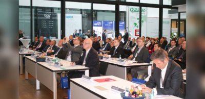 Zwischen den Polen automobiler Revolution und schleichender Deindustrialisierung in Deutschland bewegte sich das Themenspektrum des 25. Internationalen Jahreskongresses der Automobilindustrie am 12./13. Oktober 2021 in Zwickau.