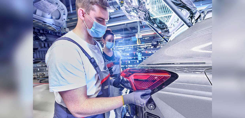 Rund 350 Audi-Mitarbeiter sammeln derzeit bei VW in Zwickau Erfahrungen im Bereich E-Mobilität und bringen sie nach ihrem einjährigen Einsatz dann an ihren Heimatstandorten ein.