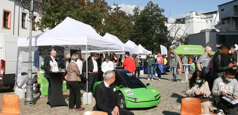 Das Glück des Tüchtigen hatten die Organisatoren des 4. Symposiums Automotive & Mobility, das am 7. Oktober auf dem Zwickauer Kornmarkt und damit erstmals unter freiem Himmel ausgetragen wurde. Das Wetter war den Veranstaltern gewogen.