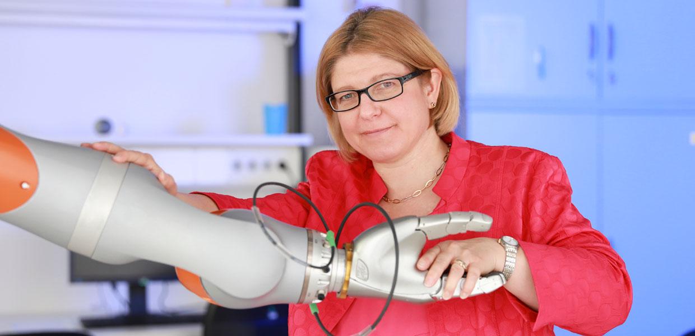 Prof. Dr. Ulrike Thomas von der Professur für Robotik und Mensch-Technik-Interaktion an der TU Chemnitz koordiniert den Verbund sächsischer Forschungseinrichtungen, der an smarter Robotik arbeitet.